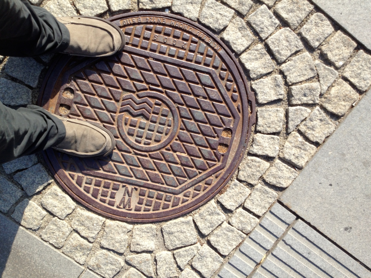 Be ashamed Vienna! I want to see some better manhole covers when I come back next time.