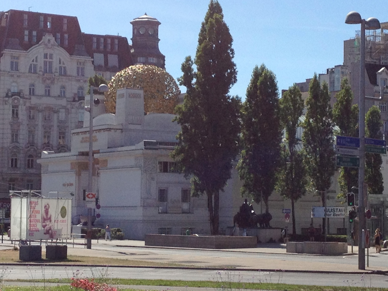 The golden dome was designed by Klimt.